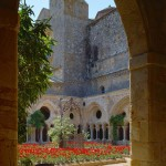 Abbaye Fontfroide narbonne interieur cloitre