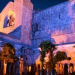 Abbaye Fontfroide narbonne interieur cloitre nuit
