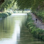 des-canaux-clasees-narbonne-canal-robine-balade-velo